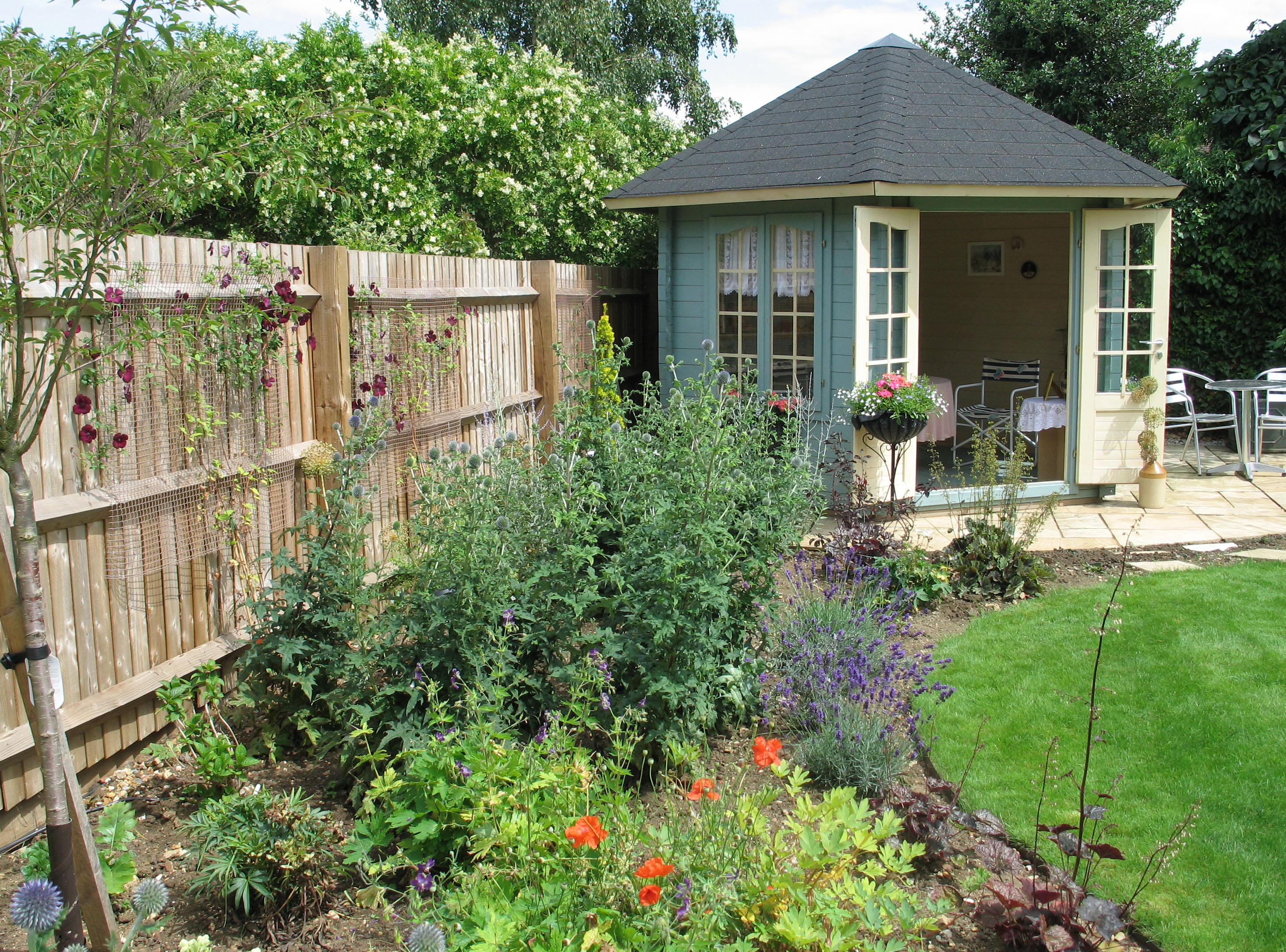 Border with summer house karen tizzard garden design for Garden houses designs